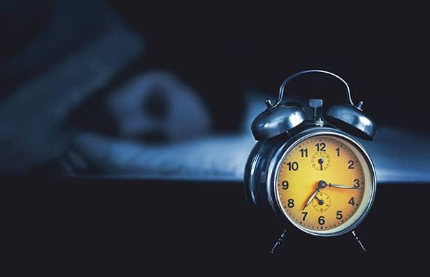 s nachts wakker worden en tips om in slaap te vallen